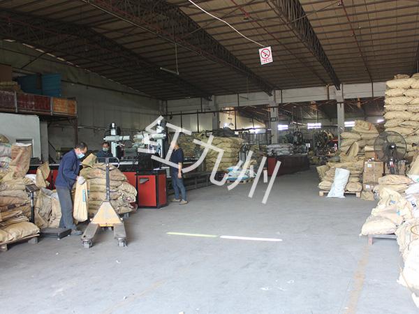 金属护栏配件厂家-工厂一角