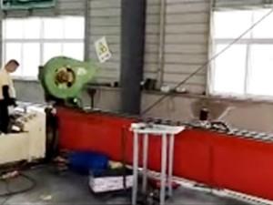 护栏配件-自动冲孔机视频