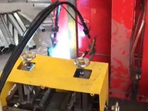 护栏配件-双轴双工位底板焊机视频